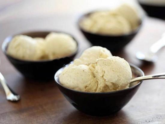 làm kem tươi hương vani bằng máy làm kem gia đình