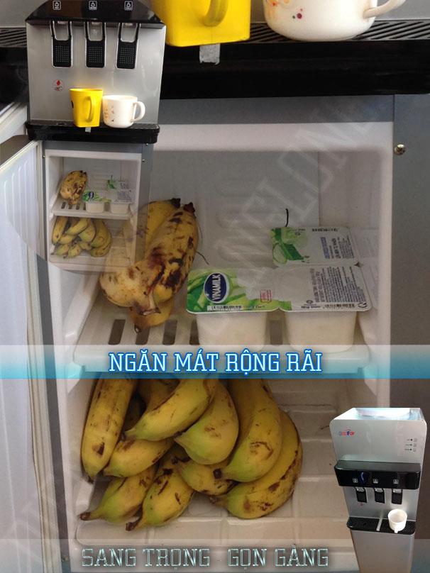 khoang mát chứa thức ăn của máy nước nóng lạnh Goodfor YL-402